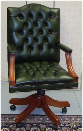 Attirant Gainsborough Swivel Desk Chair In Green Leather Yew With Button Seat
