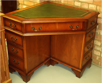 Yew Corner Desk with Traditional Style Leather Top